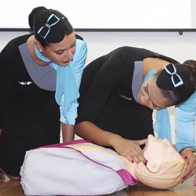 La importancia de la formación en primeros auxilios en aviación | Crew School
